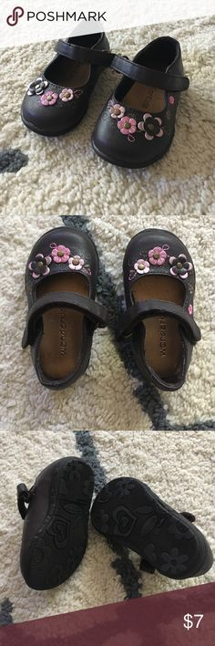 Baby girl brown dress shoes size 3 Great condition, my daughter wore these a few times but quickly outgrew them. Velcro closure flower detail, soft rubber sole. Brand is Wonderkids (Babies r Us ) wonderkids Shoes Baby & Walker