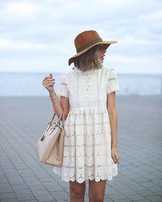 Today on #MyShowroomBlog.es The prettiest romantic dress ever seen... (link in bio) En el link de la bio encontrarás toda la info de las prendas y enlaces a otras parecidas! #chicwish
