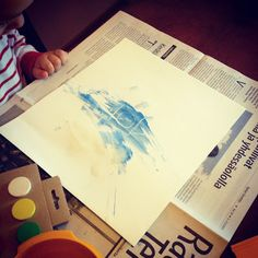 Hupsutteluja: Piilokuvamaalausta // White Crayon Peek-a-Boo Painting!