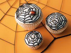 Spinnennetz-Cupcakes für Halloween - Zeit: 40 Min.   eatsmarter.de