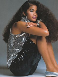 US Elle November 1985 Lights, Action, Glamour Model: Gail O'Neil Ph: Gilles Bensimon 80s Fashion, Party Fashion, Fashion Models, Fashion Beauty, 90s Models, Classic Fashion, Fashion Designers, Curly Hair Styles, Natural Hair Styles