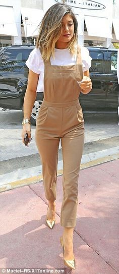 Tendance salopette 2017 – cool Tendance salopette 2017 – Kylie Jenner, enjoys yet another working holi… Classy Outfits, Beautiful Outfits, Trendy Outfits, Summer Outfits, Girl Outfits, Fashion Outfits, Kylie Jenner, Trend Fashion, Jumpsuit Outfit