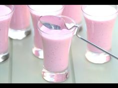 Aprende a hacer unos ricos pettit de fresa caseros con tu Thermomix. Lidl, Glass Of Milk, Sweet Tooth, Food And Drink, Healthy Recipes, Meals, Dishes, Cooking, Desserts