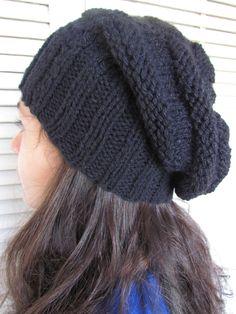 Gorro de lã comprido, confeccionado em tricô de lã. Cor a escolha na encmenda.