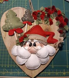 Snowman Christmas Decorations, Christmas Ornament Crafts, Christmas Sewing, Felt Ornaments, Christmas Art, Christmas Projects, Handmade Christmas, Christmas Wreaths, All Things Christmas
