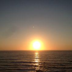 Praia azul . Por do sol. Sim rise
