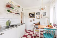 Living in a shoebox     This Swedish studio apartment makes vintage look glamorous