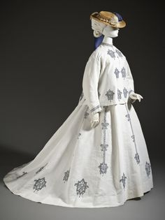 Woman's Three-piece Seaside Ensemble, France, 1864-1867, M.2007.211.944a-c, Purchased with funds provided by Suzanne A. Saperstein and Michael and Ellen Michelson, with additional funding from the Costume Council, the Edgerton Foundation, Gail and Gerald Oppenheimer, Maureen H. Shapiro, Grace Tsao, and Lenore and Richard Wayne, LACMA