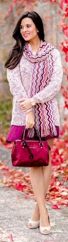 Vestido burdeos + Jersey rosa Crimenes de la Moda burgundy dress + pink  sweater - bolso 757eccbe2d60