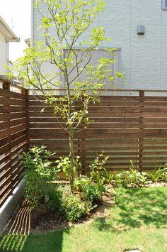 一年点検-菖蒲池の家の画像:設計工房フウカのブログ Garden Works, House Deck, Fence Gate, Foliage Plants, Backyard Landscaping, Home And Garden, Outdoor Structures, House Design, Patio