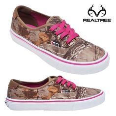 Realtree Xtra camo & pink SKECHERS Women's & girls want these Country Girl Style, Country Girls, My Style, Country Life, Stilettos, Timberland, Camo Shoes, Camo Purse, Minions