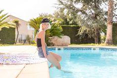 Serviette ronde HeyChillers www.heychillers.com // Blog @cecilena06 // photo Camille Dufosse // casquette @maisonlabiche // #servietteronde #roundtowel #roundie #roundies #serviette #piscine #cotedazur