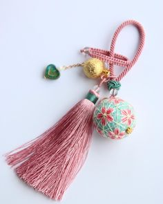 小挂件 另一款的短挂绳版,换了配件~球也小一号 #temari #手作り #keychain