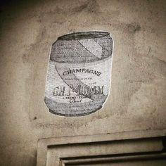 Champagne can 🍾  #streetart #art  #paris #france #graffiti #graff #instagraffiti #instagraff #urbanart #wallart #artist #urbanart #parisarturbain #parisart #iloveparis #paris6 #paris  #canette #champagne #mumm #champagnemumm #collage #champagnecan #can