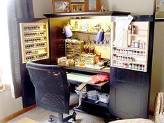 Pictures of your workspace, miniatures, etc - Page 4 AMAZING idea! totally stealing this for the bedroom studio! Hobby Desk, Hobby Room, Painting Station, Model Shop, Space Crafts, Model Building, Tool Storage, Diy Table, Working Area