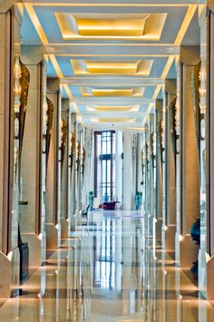 Siam Kempinski Hotel Bangkok designed by Hirsch Bedner Associates. Lighting design by Illuminate.