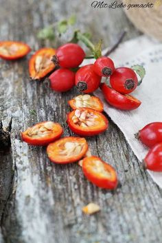 Hochsensibel mit der Natur leben Rose hips - a pleasure for the body and for our beauty! Healthy Eating Habits, Healthy Life, Healthy Snacks, Healthy Recipes, Healing Herbs, Medicinal Herbs, Apple Cider Vinegar Diet, Greens Recipe, Wellness Tips
