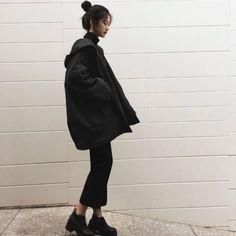 Minimalist Fashion - My Minimalist Living Asian Fashion, Look Fashion, Teen Fashion, Winter Fashion, Fashion Outfits, Winter Outfits, Cool Outfits, Design Textile, Korean Aesthetic