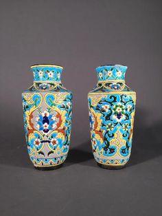 JULES VIEILLARD A BORDEAUX, paire de petits vases en faïence fine