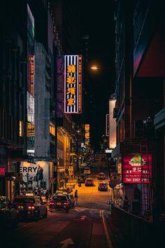 Foto Urbana De Un Callejón · Fotos de stock gratuitas Aesthetic Japan, Night Aesthetic, Japanese Aesthetic, City Aesthetic, City Wallpaper, Iphone Background Wallpaper, Scenery Wallpaper, Asian Wallpaper, Image Japon