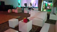 Quince años # Centros de mesa para quinceaños # arreglos de quinceaños # decoracion de quinceaños # estilo Mardi Gras