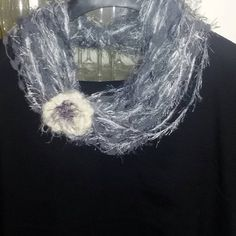 Sciarpa collana   scarf   con fiore realizzata ad uncinetto regalo donna