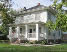 OldHouses.com - 1900 American Foursquare - Immaculate & Ready to Move Into! in Salisbury, Missouri