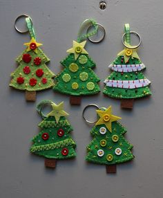 Keychain - key ring - Christmas - Tree - Decoration - Festive - gift idea - felt keychain - p. Keychain - key ring - Christmas - Tree - Decoration - Festive - gift idea - felt keychain - party favors - Patchyz by Kathleen Flask, Felt Christmas Decorations, Felt Christmas Ornaments, Handmade Decorations, Christmas Trees, Natal Design, Felt Crafts, Christmas Crafts, Felt Keychain, Opening An Etsy Shop