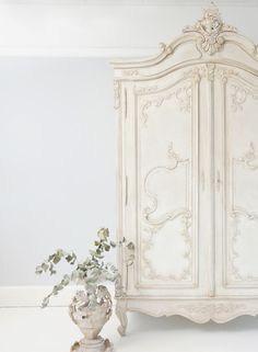 We're celebrating our 10th Anniversary over on the blog this week with lovely words from our Founder, Georgia on our journey so far along with the most loved French interiors products for your home from the last 10 years: our French painted beds, shabby chic armoires and velvet sofa.This is our lovely Delphine Shabby Chic Armoire from our French painted furniture collection ideal for interiors inspiration