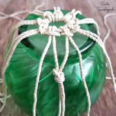 How to Make Fishing Floats / Japanese Glass Floats for Nautical Decor Tying knots in twine to create fishing net for beach home decor with Japanese glass floats by Sadie Seasongoods Macrame Art, Macrame Projects, Macrame Knots, Mason Jar Crafts, Bottle Crafts, Glass Floats, Thrift Store Crafts, Macrame Plant Hangers, Macrame Patterns