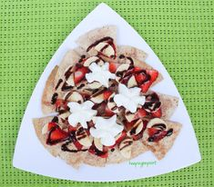 Can you believe these Dessert Nachos are only 1 Weight Watchers Freestyle point! Weight Watchers Pumpkin, Weight Watchers Snacks, Wieght Watchers, Ww Desserts, Healthy Desserts, Dessert Recipes, Ww Recipes, Cooking Recipes, Desert Recipes