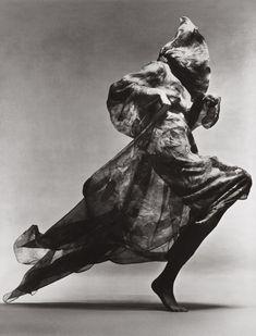 Pierre Cardin P/E Photo Richard Avedon. Richard Avedon, Jean Shrimpton, 20th Century Women, Gagosian Gallery, Europe, Art Inspo, Fashion Photography, Lion Sculpture, Statue