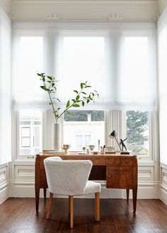Vintage Interior Design Triple Wide Sheer Roman Shade in Home Office (Brie Williams Photography Vaughn Miller Studio Design) - Holland Home Office Design, Home Office Decor, Home Design, Home Interior Design, Diy Home Decor, Studio Design, Office Designs, Office Style, Office Decorations