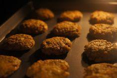 """V kuchyni """"Obyčejné ženy"""": Karbanátky z červené čočky... Cookies, Fit, Desserts, Crack Crackers, Tailgate Desserts, Deserts, Shape, Biscuits, Postres"""