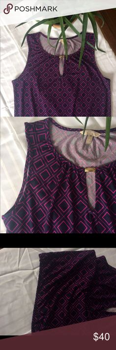 Banana Republic geometric tank size M purple Gorgeous tank with keyhole cutout in the front and gold bar at the top. Thick strapped tank. Lightweight, elastic hemline. Only flaw is the blue spot on the brand tag inside of the shirt as shown. Banana Republic Tops Tank Tops