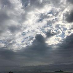 曇ってます