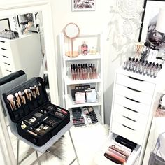 CLICK TO DOWNLOAD Your Beauty Room & Makeup Collection Checklist To #GLAM Your Beauty Room With Elegant #HomeDecor And Organize Your #MakeupCollection With The Latest Tutorials, Tips And Resources For Those Who LOVE ALL THINGS BEAUTY. A Great Resource For The #Blogger & #MUA Who Love ALL THINGS #Makeup And #BeautyRoom And Want To Grow Their #Beauty Collection.