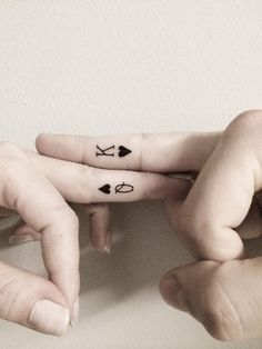 Queen-and-king-of-Heart-Tattoos-on-fingers. More