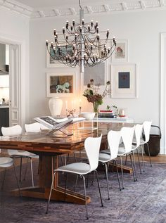 Happy Monday dear friends! This Monday I'm excited to share this beautiful apartment in Östermalm, Sweden. From the ornate molding to the contemporary mix of modern and vintage furniture, this apartment redefines elegance. I love the mix of leather campaign chairs with the simple white sofas. The art and pillows add nice texture to the …