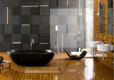 baignoire îlot, carrelage mural en 3D et revêtement de sol à effet bois