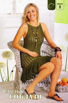 Простое, но, благодаря воланам, очень эффектное платье связано ажурным узором. Носить его с подкладом или без него - ваш выбор :)