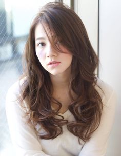 korean haircut for long hair Short Stacked Bob This is one among the simplest hairstyles for korean hair and is favorite of the many Asian teen Messy Short Hair, Long Wavy Hair, Long Layered Hair, Haircuts For Long Hair, Permed Hairstyles, Asian Hair Wavy, Medium Hair Styles, Curly Hair Styles, Waves Haircut