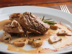 Shallots and mushrooms make up the tasty, creamy sauce for these quick and easy pork tenderloin medallions. Steak And Mushrooms, Creamed Mushrooms, Stuffed Mushrooms, Stuffed Peppers, Mushroom Sauce Without Cream, Creamy Mushroom Sauce, Creamy Sauce, Sauce Recipes, Pork Recipes