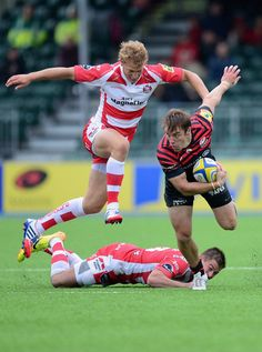 Chris Wyles Chris Wyles of Saracens beats the tackle of Henry Trinder and Billy Twelvetrees of Gloucester during the Aviva Premiership match between Saracens and Gloucester at Allianz Park on September 15, 2013 in Barnet, England.