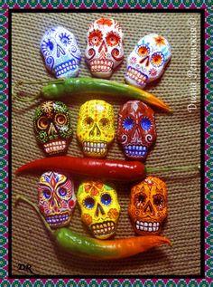 У нас в семье принято отмечать мексиканский День мертвых, а следовательно будут гости, которые, конечно же, не уйдут без подарков! Хочу поделиться с вами идеей…