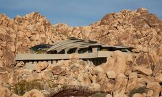 Designed by innovative architect Kendrick Bangs Kellogg, the Desert House is a distinctive private residence located in the Joshua Tree National Park, in California, USA. ...Click to see more of the house really cool