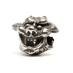 There is a lot of detail in this Trollbead. The angel and the demon symbolize the dark and light sides in all of us.