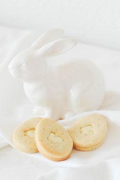 STILCAFE | HASENPARADE - ÖSTERLICHE VANILLE-DOPPELDECKER. Eggs, Breakfast, Food, Vanilla, Hare, Breakfast Cafe, Egg, Essen, Yemek