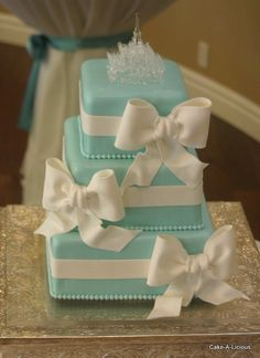 Tiffany blue wedding cake Keywords: #weddings #jevelweddingplanning Follow Us: www.jevelweddingplanning.com  www.facebook.com/jevelweddingplanning/