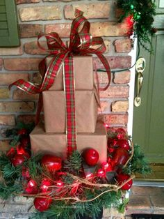 Get your home ready for Christmas with these 25 Christmas Porch Decorating Ideas. Beautiful Christmas porch ideas that are simple and budget friendly! Front Door Christmas Decorations, Christmas Front Doors, Outdoor Decorations, Front Porch Ideas For Christmas, Christmas Centerpieces, Easy Decorations, Outdoor Christmas Decor Porches, Christmas Entryway, Snowman Decorations